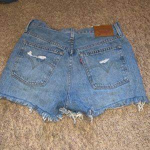 levi's distressed shorts size 25